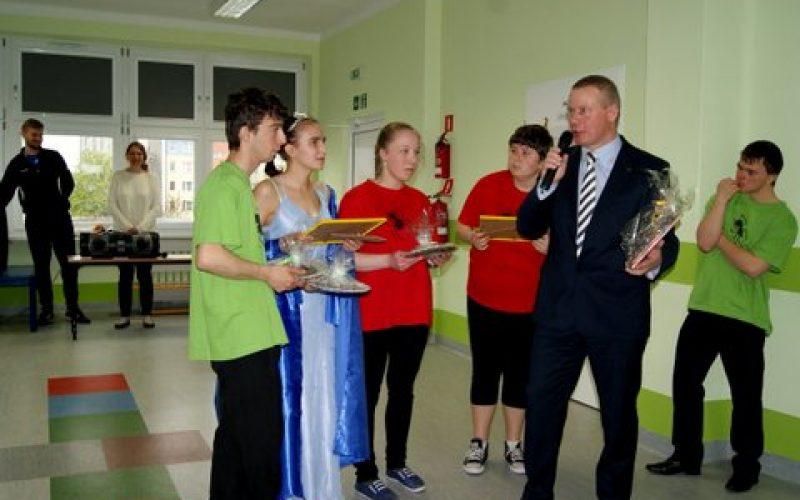 Przekazanie sprzętu rehabilitacyjnego dla Zespołu Kształcenia Specjalnego