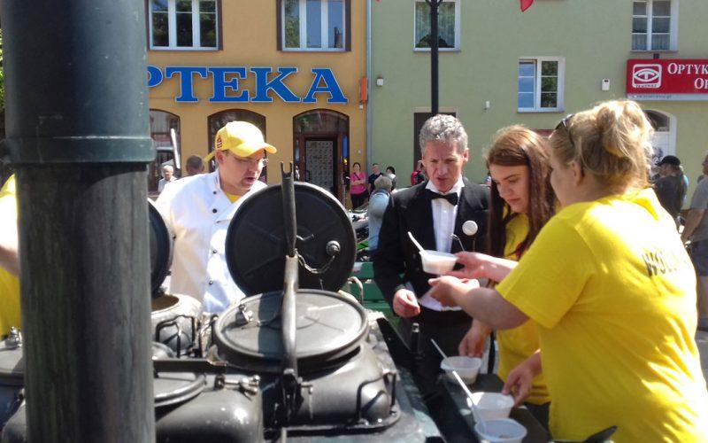 Rotarianie gotowali grochówkę