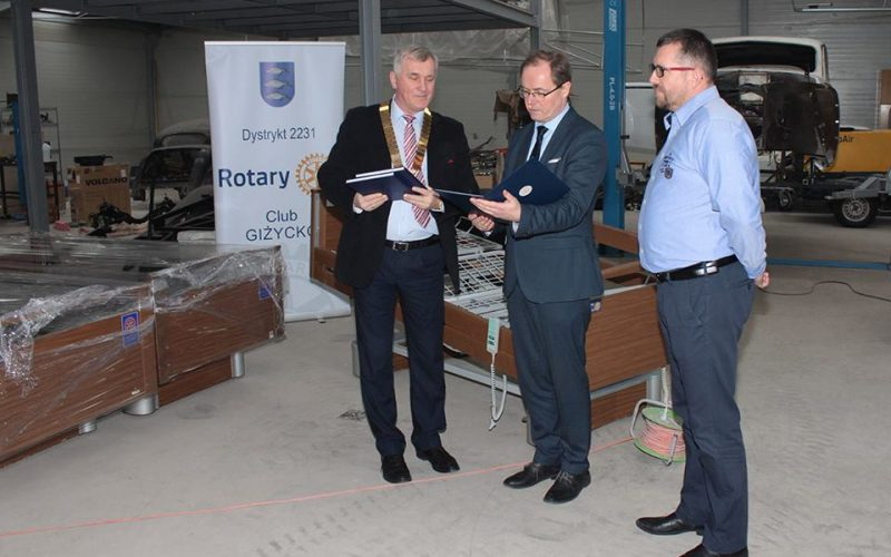 Rotarianie przekazali łóżka szpitalowi