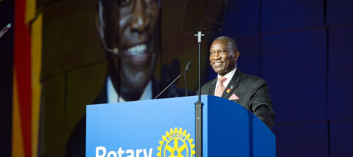 Uczcijmy pamięć zmarłego Prezydenta Elekta Rotary International