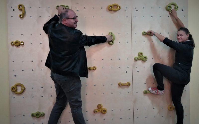 Rehabilitacyjna ścianka wspinaczkowa dla DPS w Bisztynku