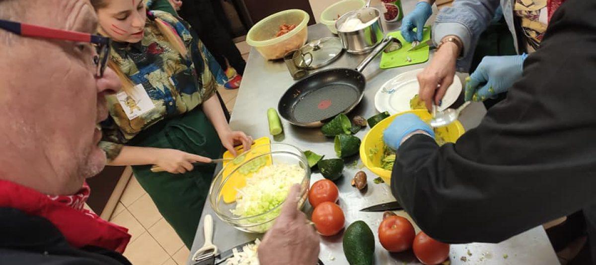 Wspólne gotowanie Rotarian z młodzieżą