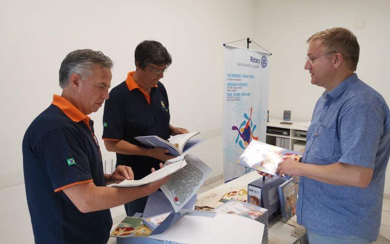 Rotarianie współpracują na rzecz edukacji dzieci